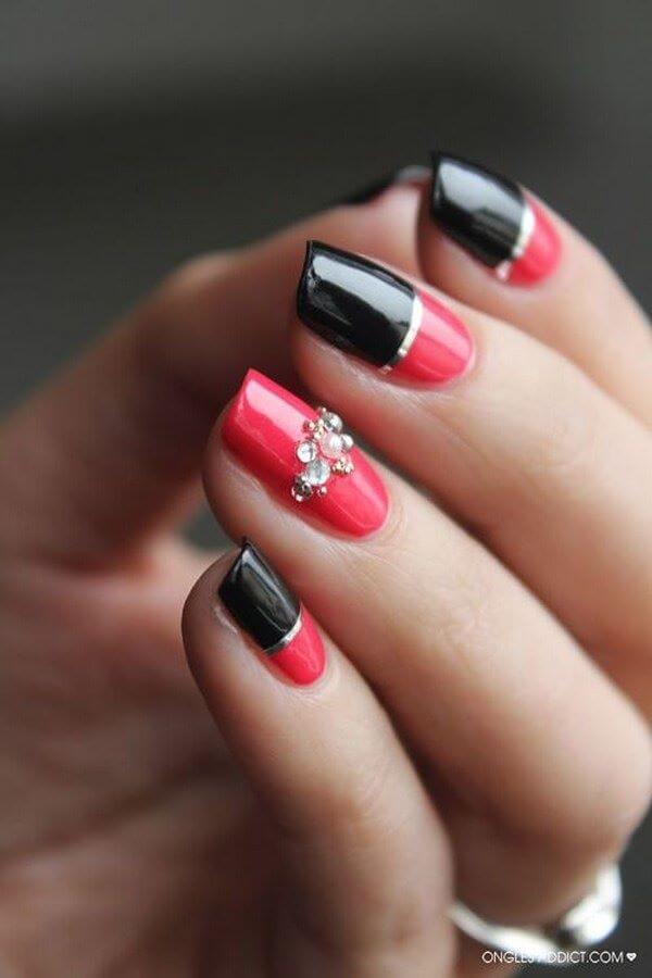 uñas negro y rojo con accesorios