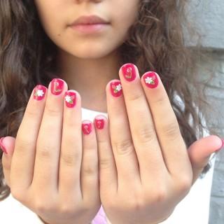 Uñas para niñas ~ Animal-print, colores, accesorios y más.