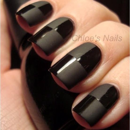 uñas pintadas de negro