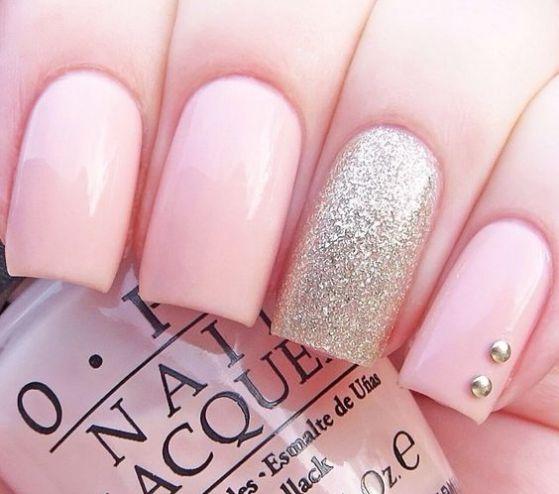 uñas rosa con piedras