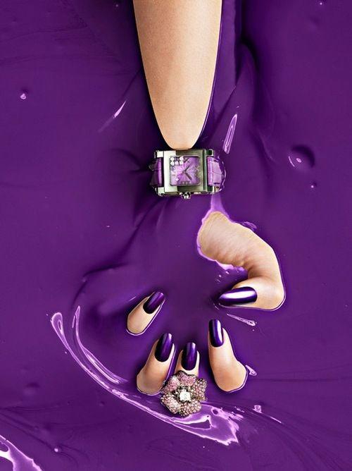 uñas violeta y accesorios