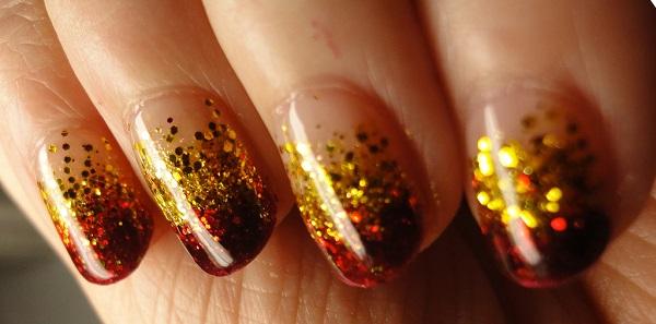 accesorios dorados para uñas