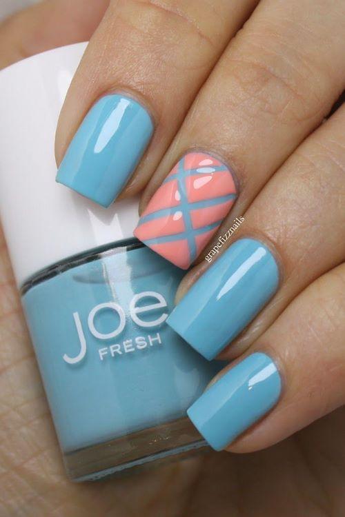 diseño de uñas azules con cintillas