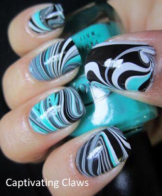 diseño de uñas en agua