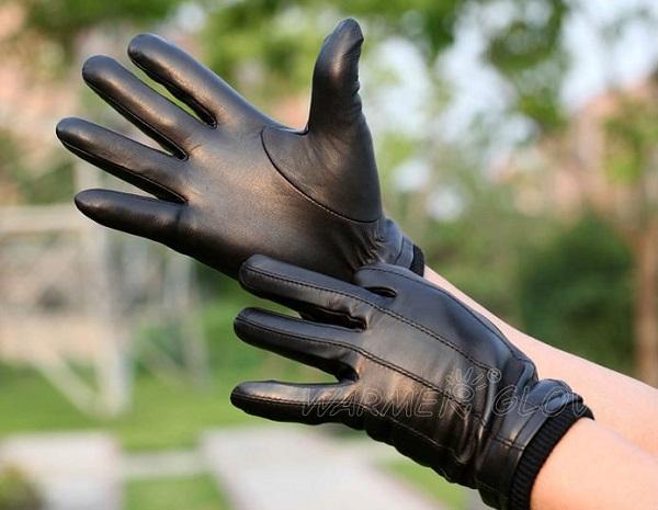 guantes en las manos