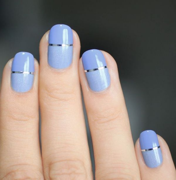 sencillo diseño con cintillas en uñas