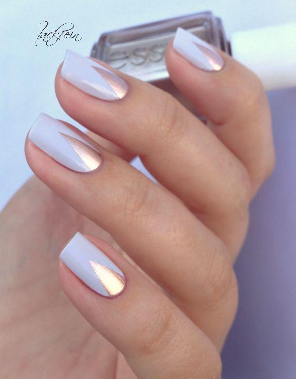 uñas azules claro con plateado