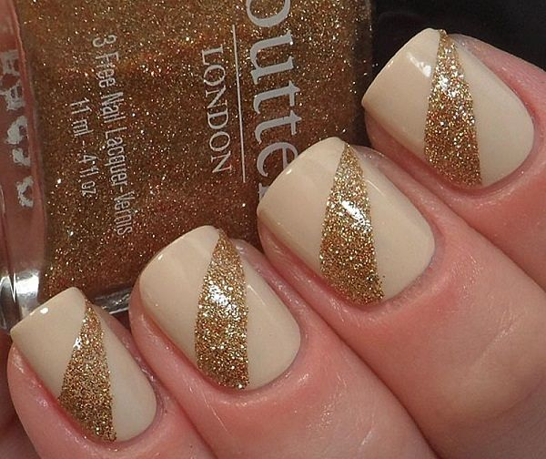 uñas cortas blancas con dorado