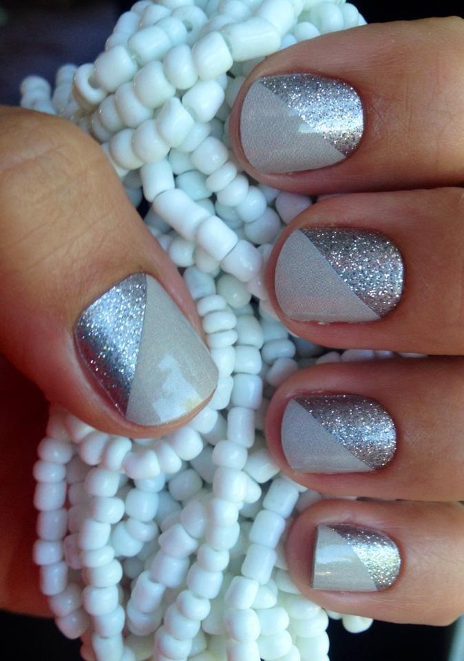 uñas cortas grises con plata