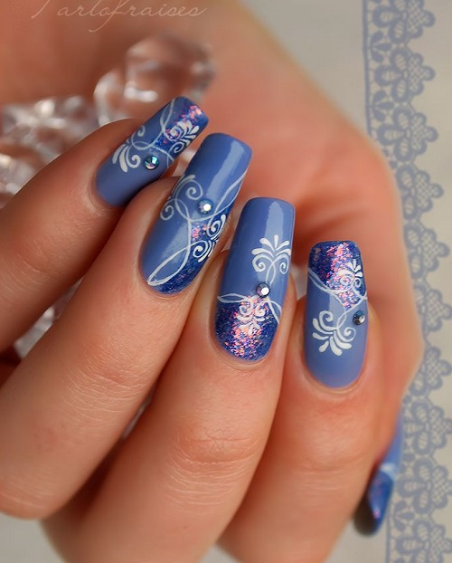 uñas largas diseño azul