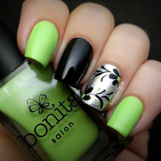 uñas negras con verde