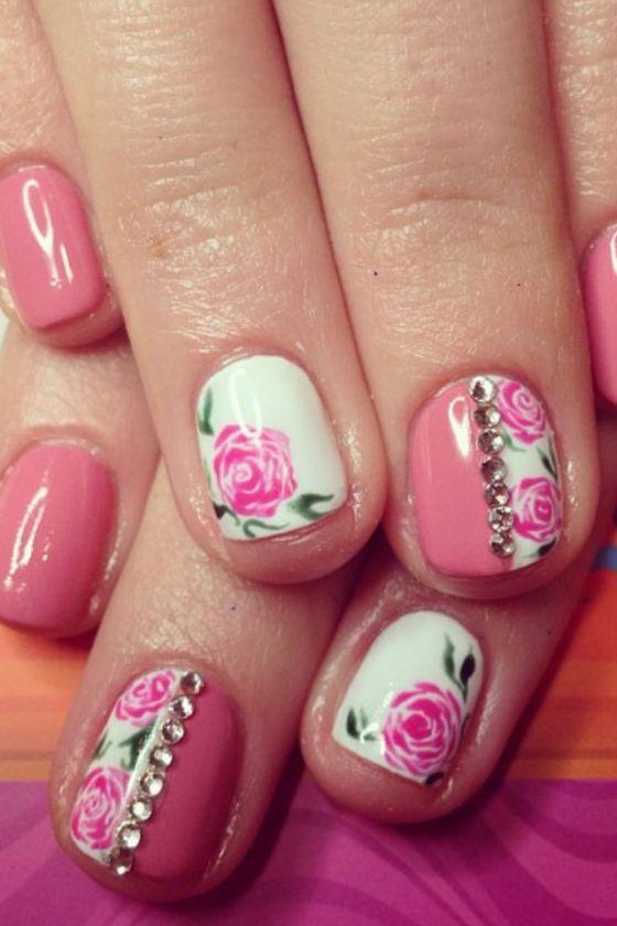 uñas pintadas con accesorios