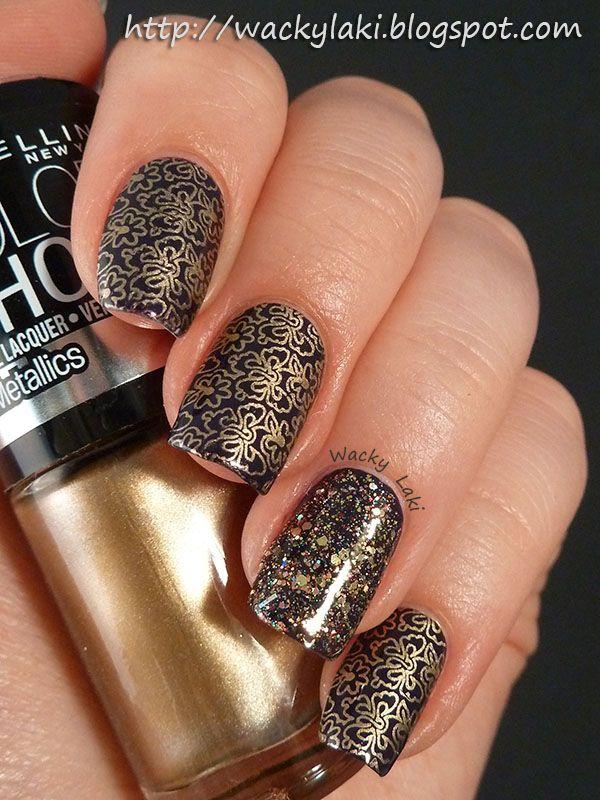 uñas pintadas de dorado