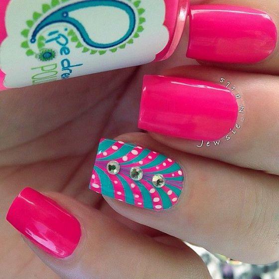 uñas rosadas con accesorios