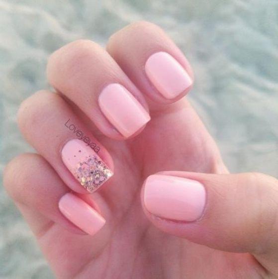 uñas rosadas sencillas