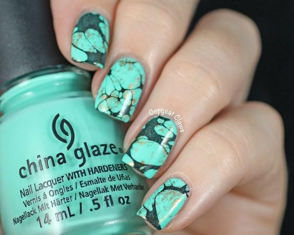 color menta y verde diseño de uñas en agua
