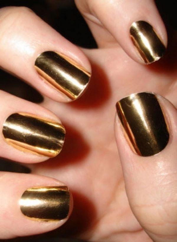 decoracion de uñas doradas un solo tono