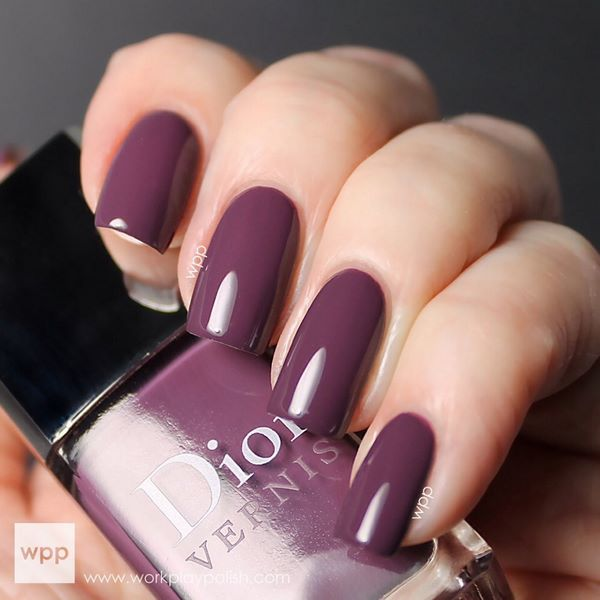 decoracion de uñas moradas de un solo color