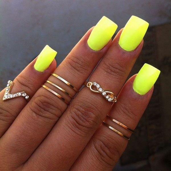 decoracion de uñas neon amarillas