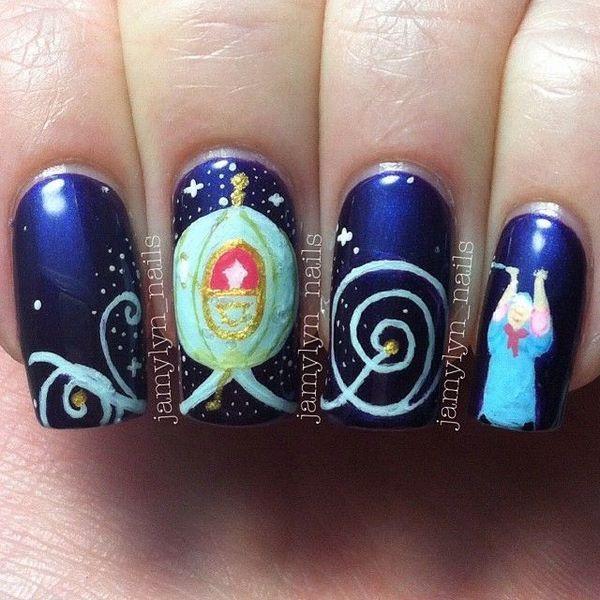decorando uñas de la sirenita