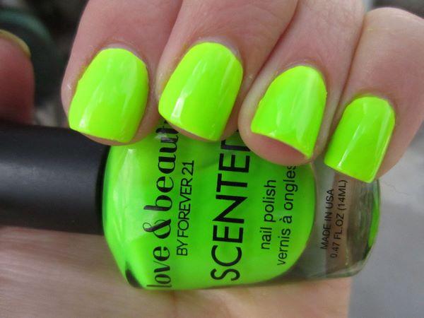 diseño de uñas de neon cortas
