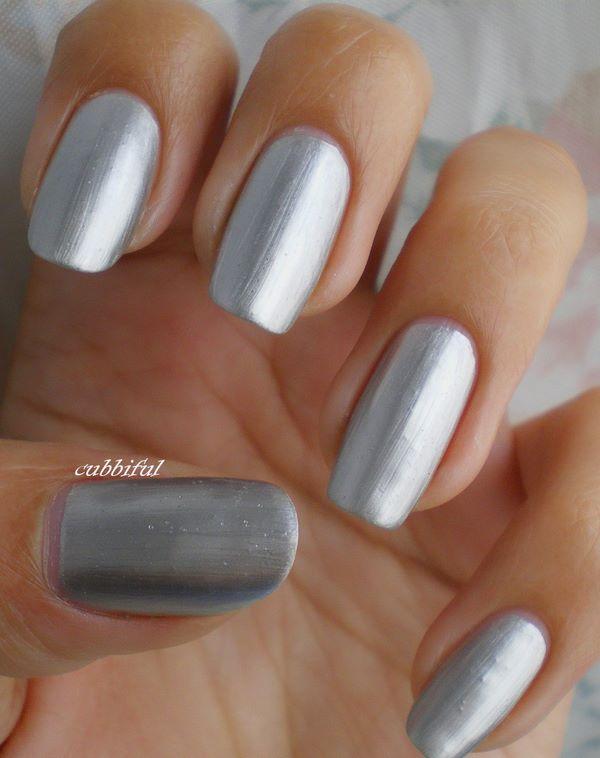 diseño de uñas plateadas