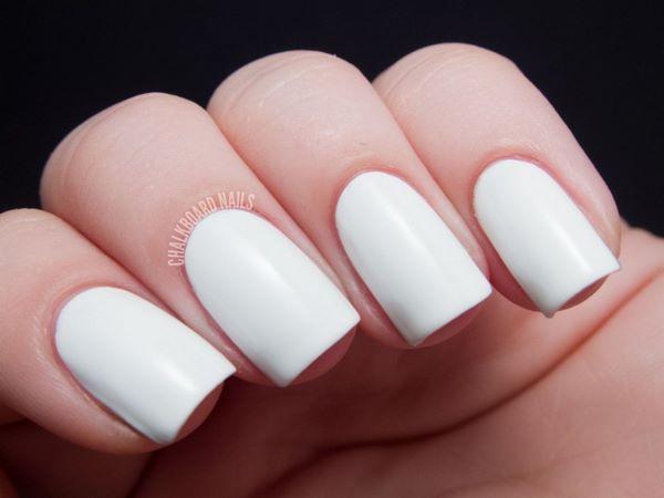 uñas blancas de un solo tono