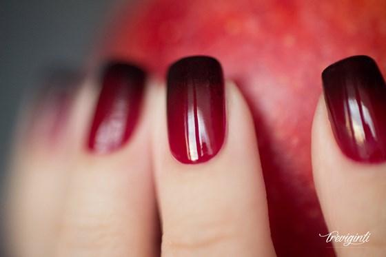 uñas brillantes rojo degrade