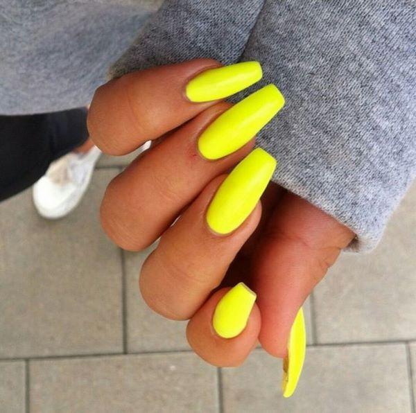 uñas largas de un solo color