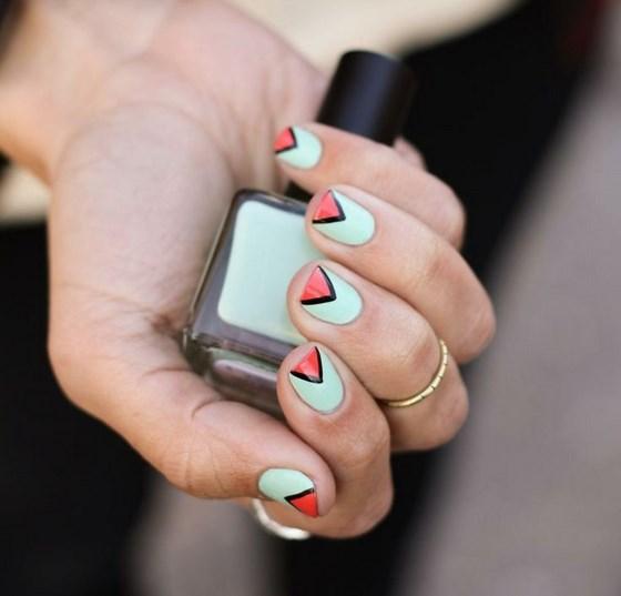 combinacion de colores azul y coral para uñas