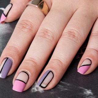 Tutoriales de uñas decoradas con esmalte y accesorios