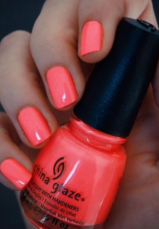diseño de uñas coral claro