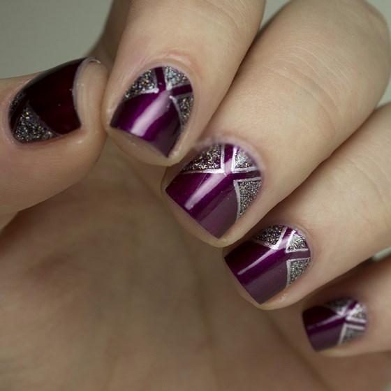 diseño de uñas moradas cortas