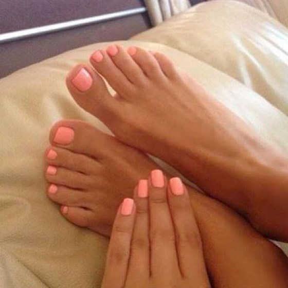 manos y pies uñas decoradas tono coral