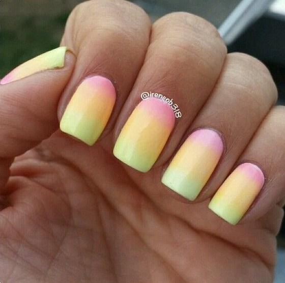modelo de uñas en degrade 3 colores