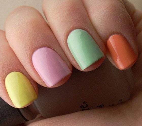 uñas de varios colores