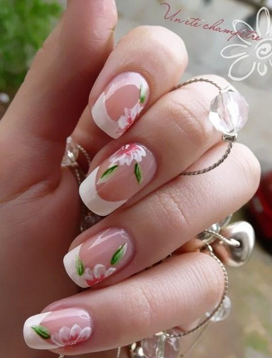uñas tipo francesas con flores