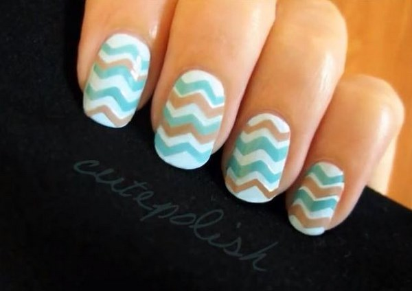 decoración de uñas con lineas en zip zag