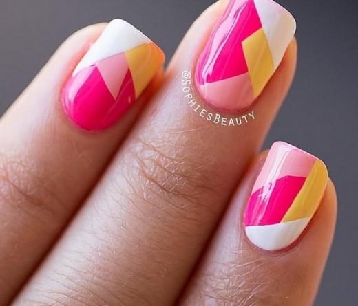 decoración de uñas geometricas con varios colores