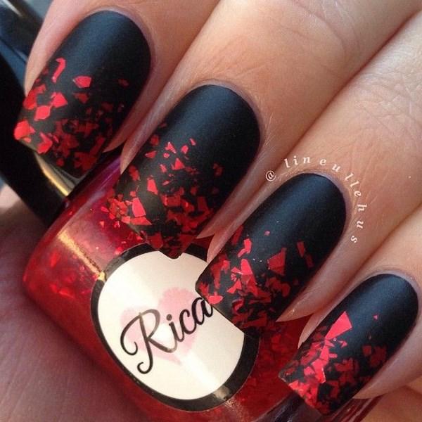 geniales uñas con diseño tipo sangre