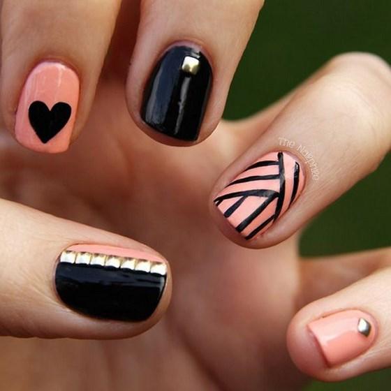modelo de uñas con corazones