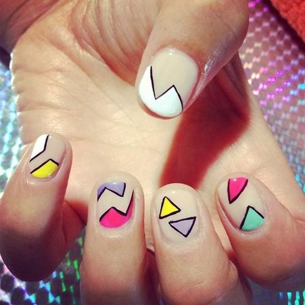 uñas cortas con figuras geometricas