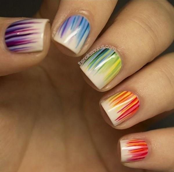 uñas de colores en forma de rayas