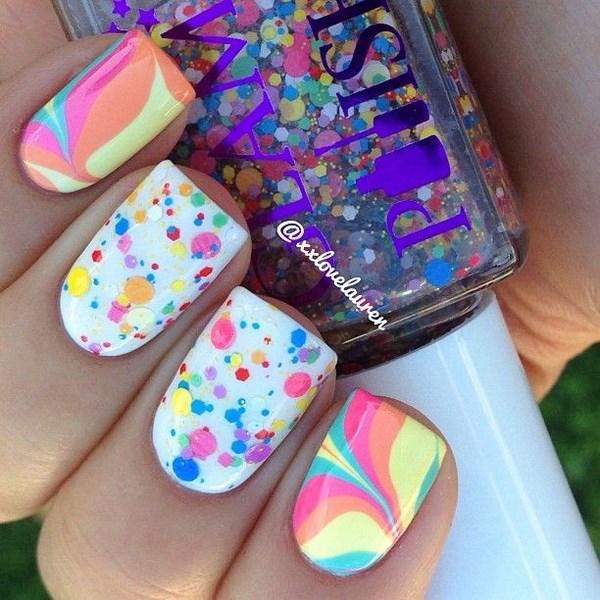 uñas de colores y accesorios