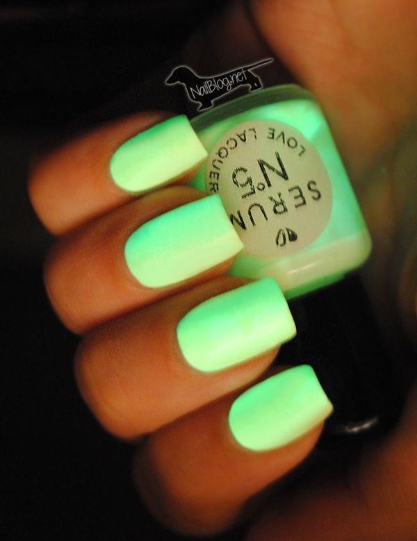 uñas de un solo color verde neon
