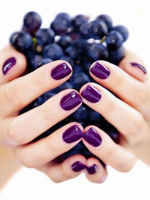 uñas de un solo color violeta