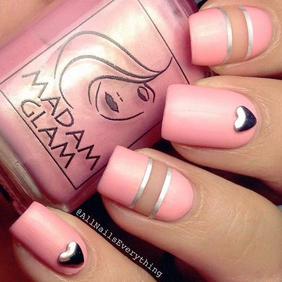 uñas decoradas rosa con cintillas