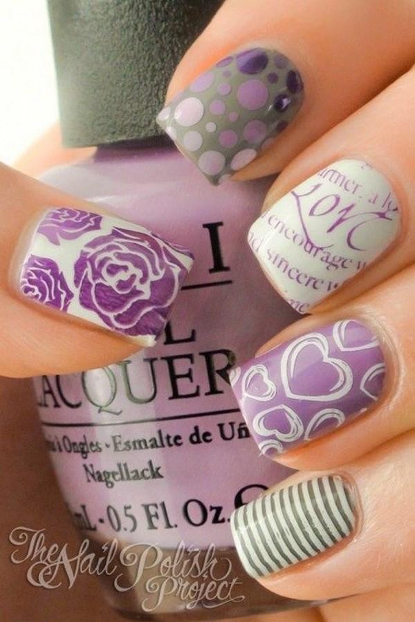 uñas decoradas violeta con estampados