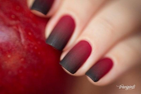 uñas en degrade rojas con negro