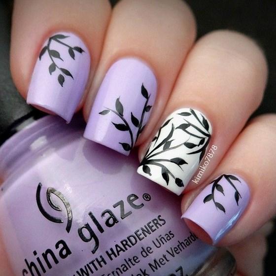 uñas violeta estampadas
